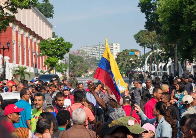 Apoiadores de Nicolás Maduro em Caracas, 30 de abril de 2019