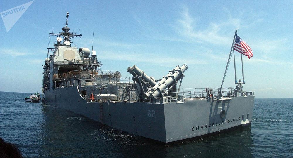 [© AP Photo / USS Chancellorsville] Crusador da Marinha dos EUA USS Chancellorsville