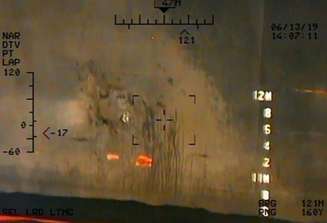 Foto tirada pela Marinha dos EUA no dia 13 de junho de 2019 alegadamente ligada aos ataques a dois petroleiros no golfo de Omã
