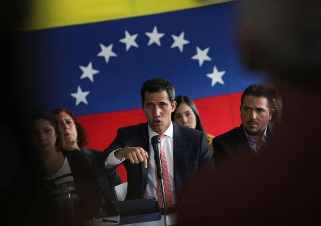 Juan Guaidó, líder da oposição venezuelana, realiza coletiva de imprensa após alegações de corrupção em Caracas, Venezuela, em 17 de junho de 2019