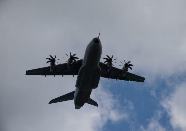 Avião de transporte militar Airbus A400M-100 (imagem referencial)