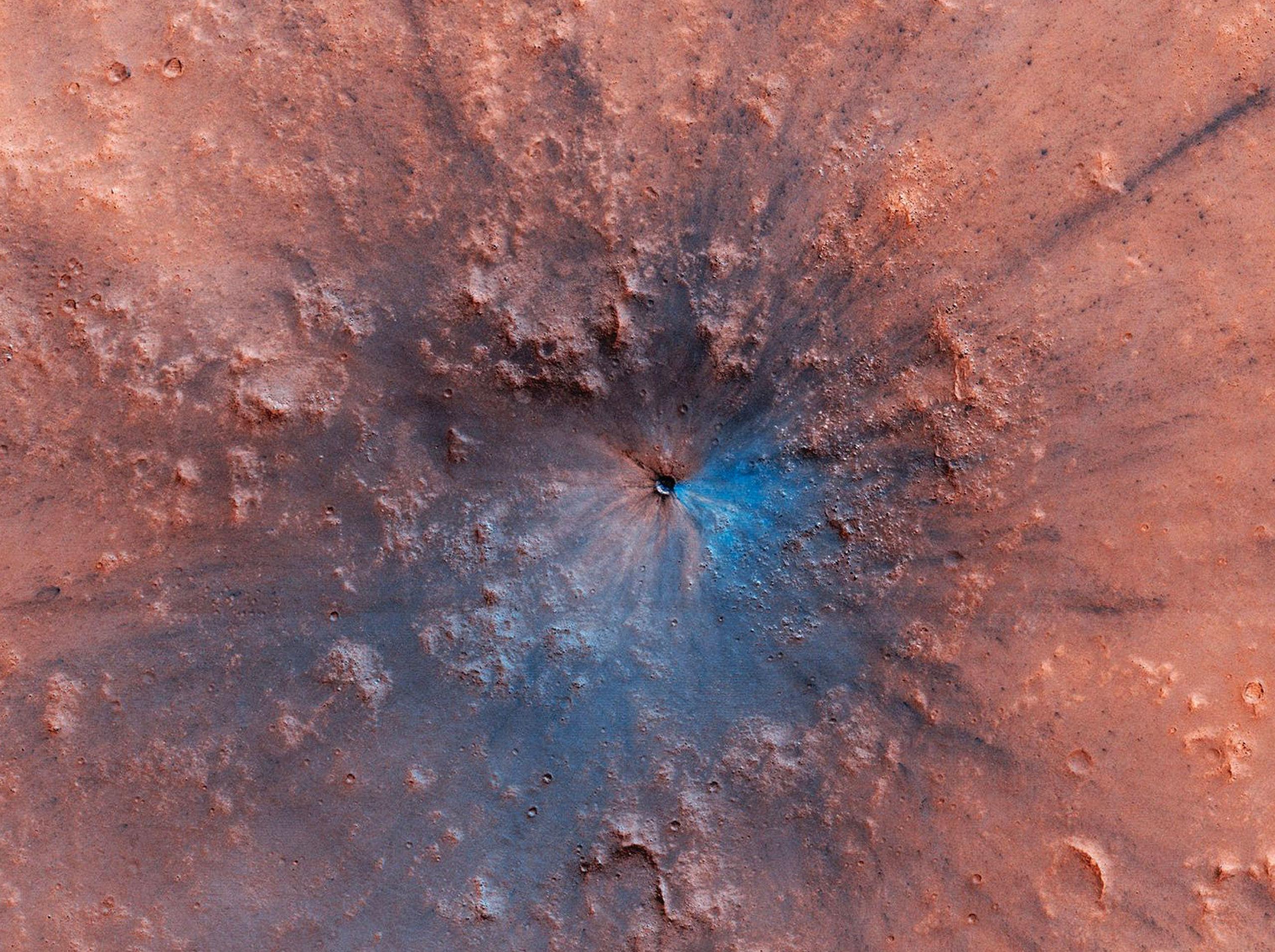 A cratera que apareceu recentemente na superfície de Marte