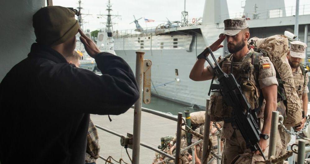 Fuzileiros navais espanhóis durante a preparação para os exercícios navais BALTOPS 2019