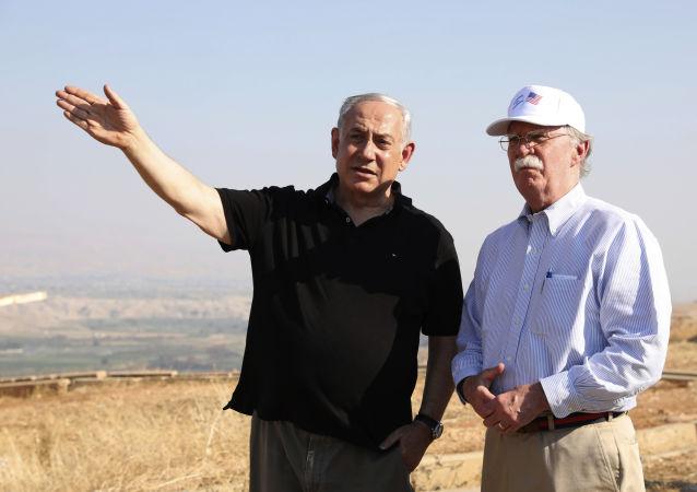 Premiê de Israel Benjamin Netanyahu com assessor de Segurança Nacional dos EUA John Bolton no Vale do Jordão