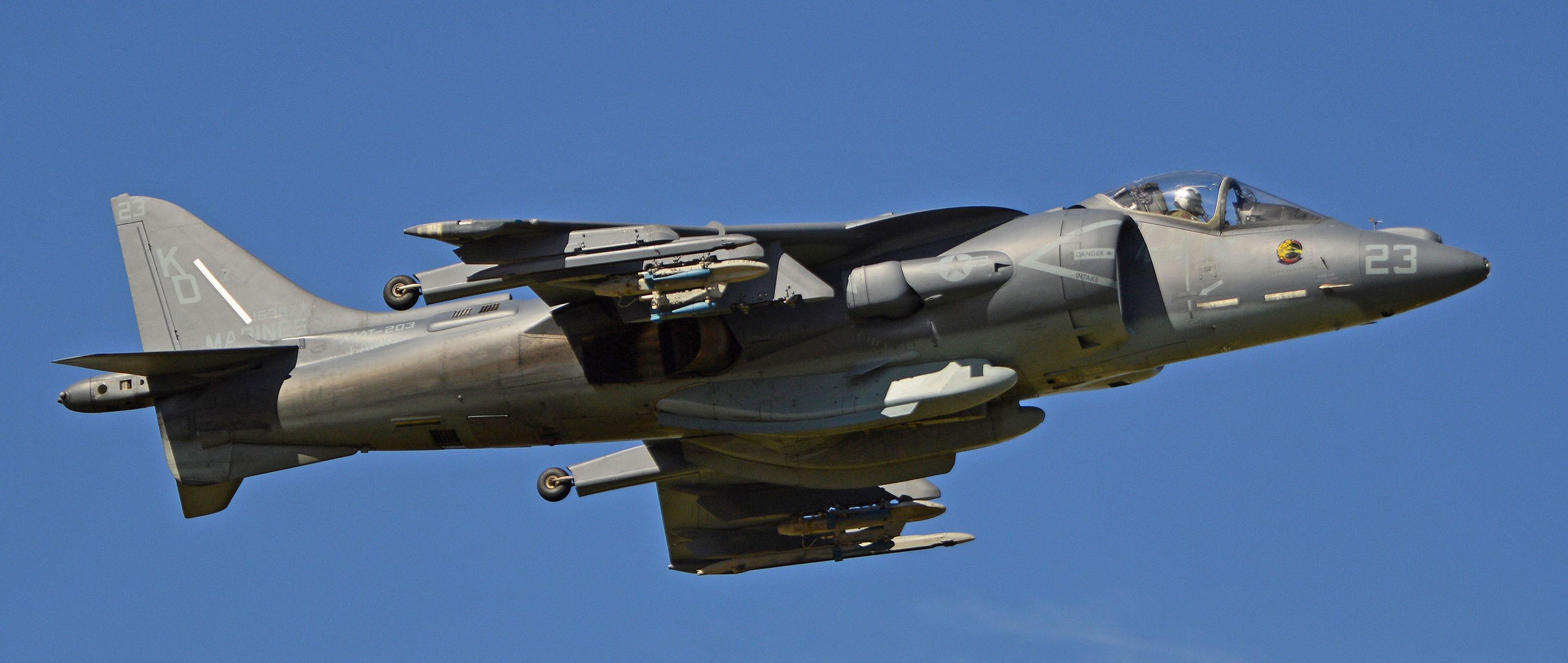 Harrier II é um avião de ataque ao solo de segunda geração com decolagem e pouso vertical em serviço desde 1985