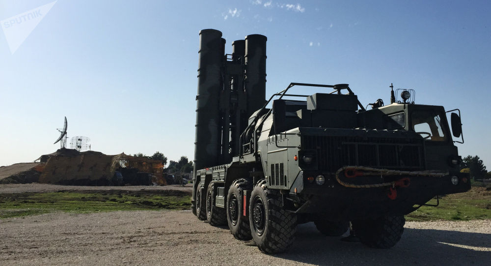 Sistema S-400 na base aérea russa de Hmeymim na Síria