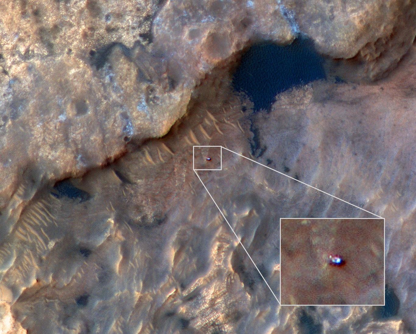 Rover Curiosity da NASA visto na superfície de Marte em 31 de maio de 2019