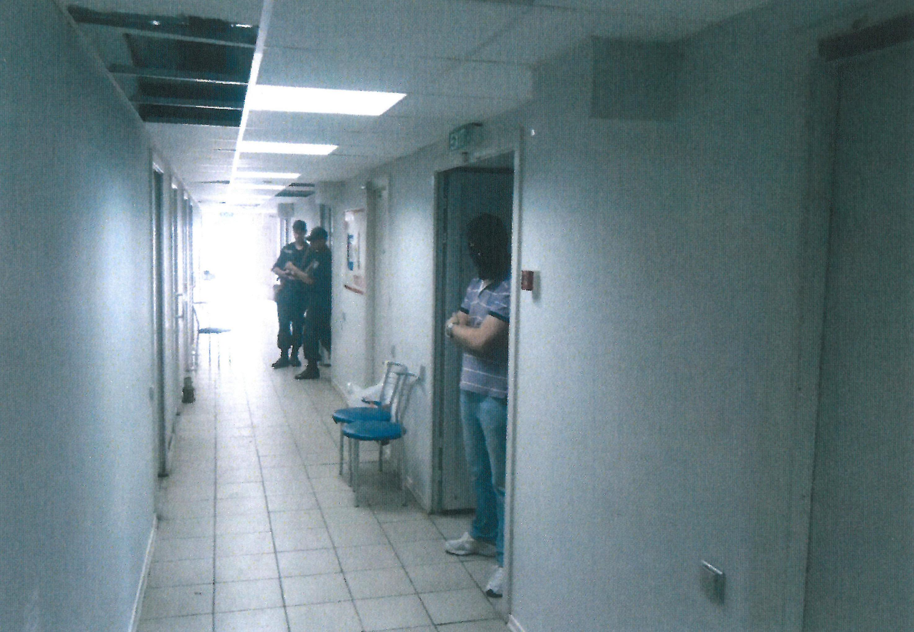Corredor da prisão na área do aeroporto de Mariupol