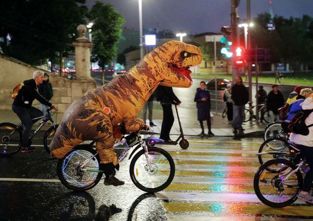 Participantes do terceiro desfile de bicicletas em Moscou