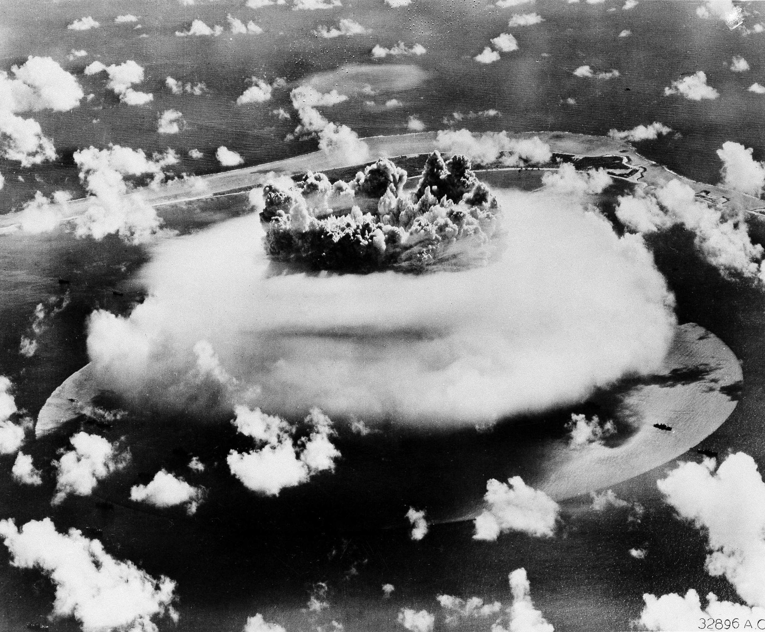 Testes nucleares no atol de Bikini