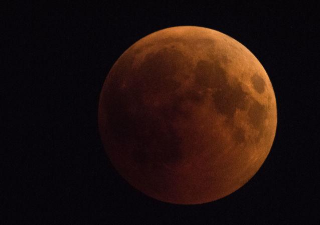 Imagem da Lua durante o eclipse lunar