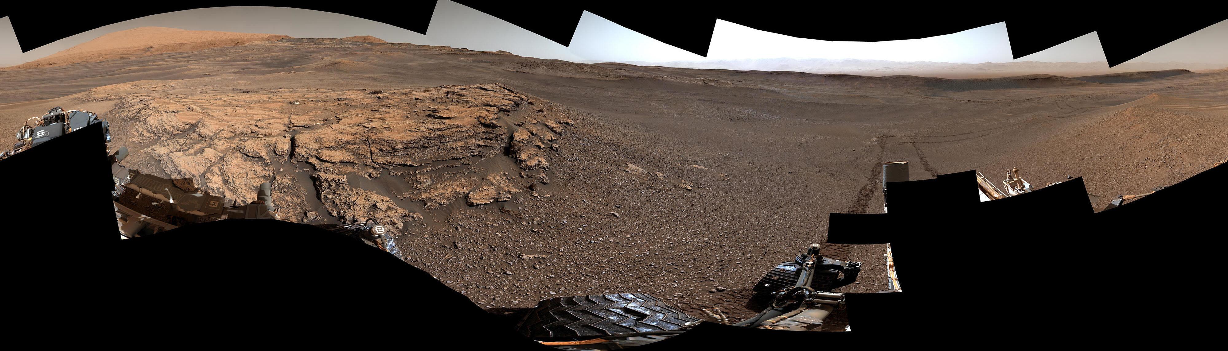 Foto de depósitos de argila descobertos pelo rover Curiosity nas encostas do Monte Sharpe, na cratera de Gale