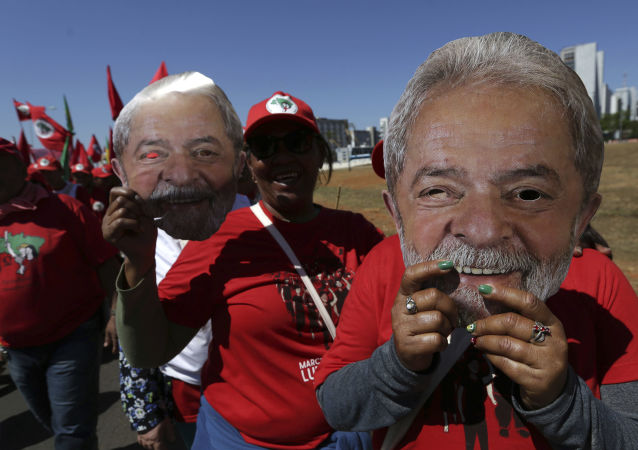 Movimento dos Trabalhadores Rurais Sem Terra se une à marcha Lula Livre, Brasília, 14 de agosto de 2018