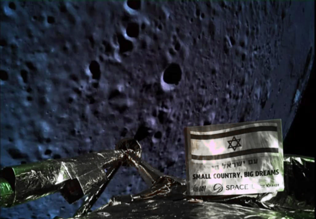 Uma foto tirada pela câmera da espaçonave Israel, Beresheet