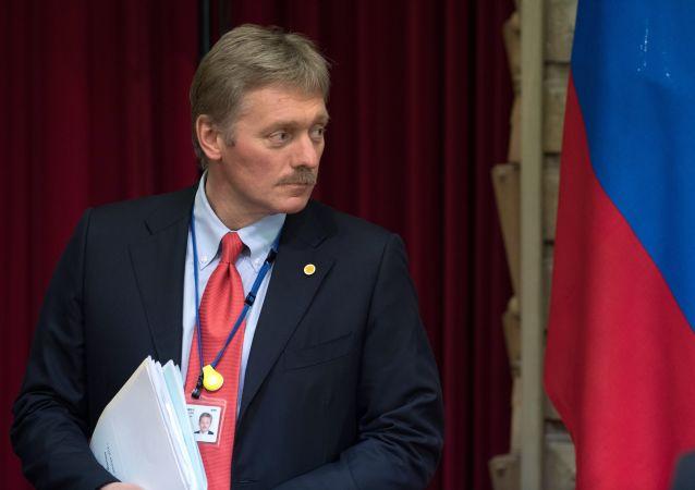 O porta-voz do Kremlin, Dmitry Peskov durante coletiva de imprensa do presidente da Rússia, Vladimir Putin e do primeiro-ministro do Japão, Shinzo Abe, após um encontro em Tóquio em 16 de dezembro de 2016.