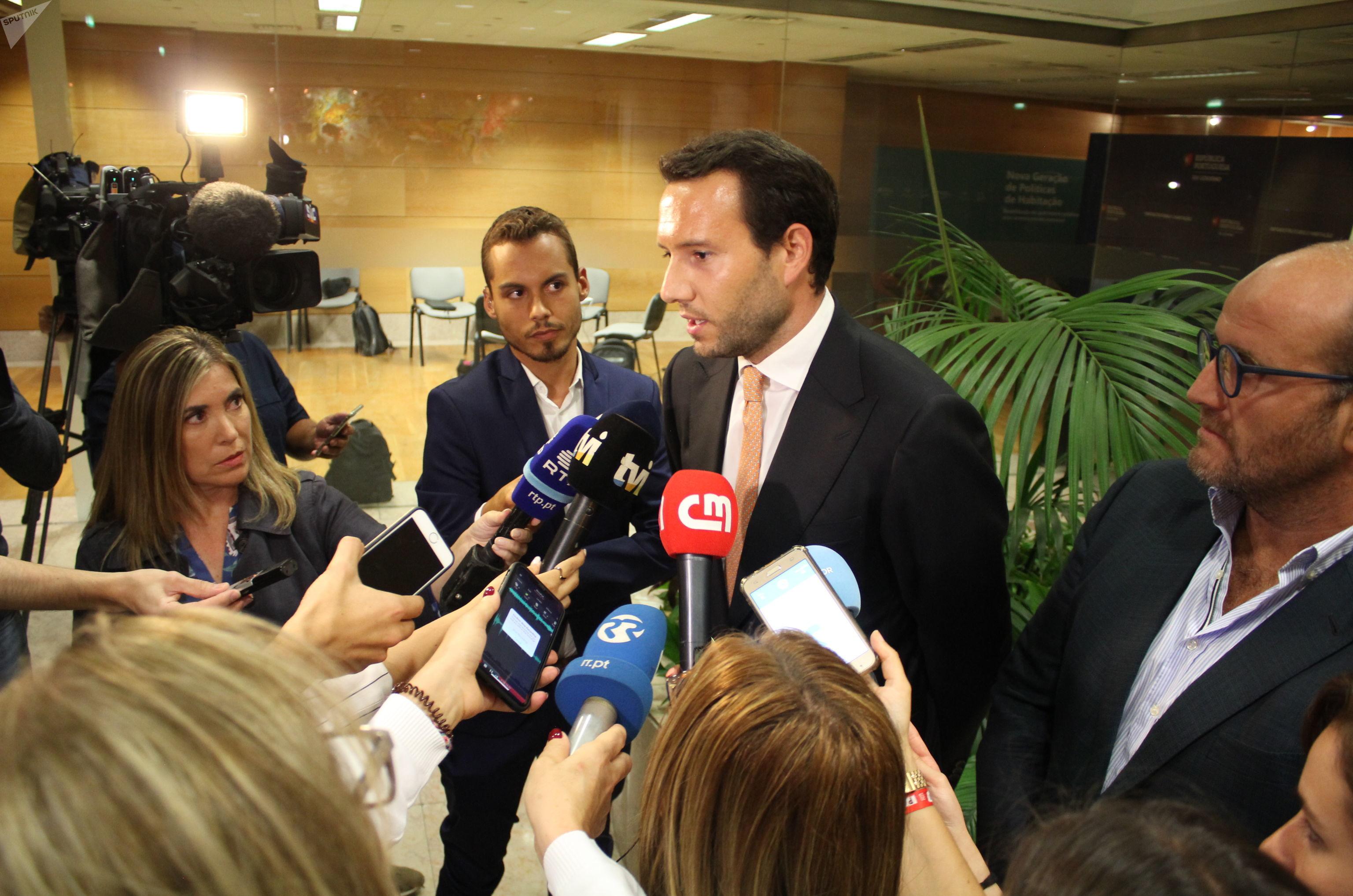 Porta-voz da Associação Nacional de Transportadores Públicos Rodoviários de Mercadorias, André Almeida, fala com jornalistas