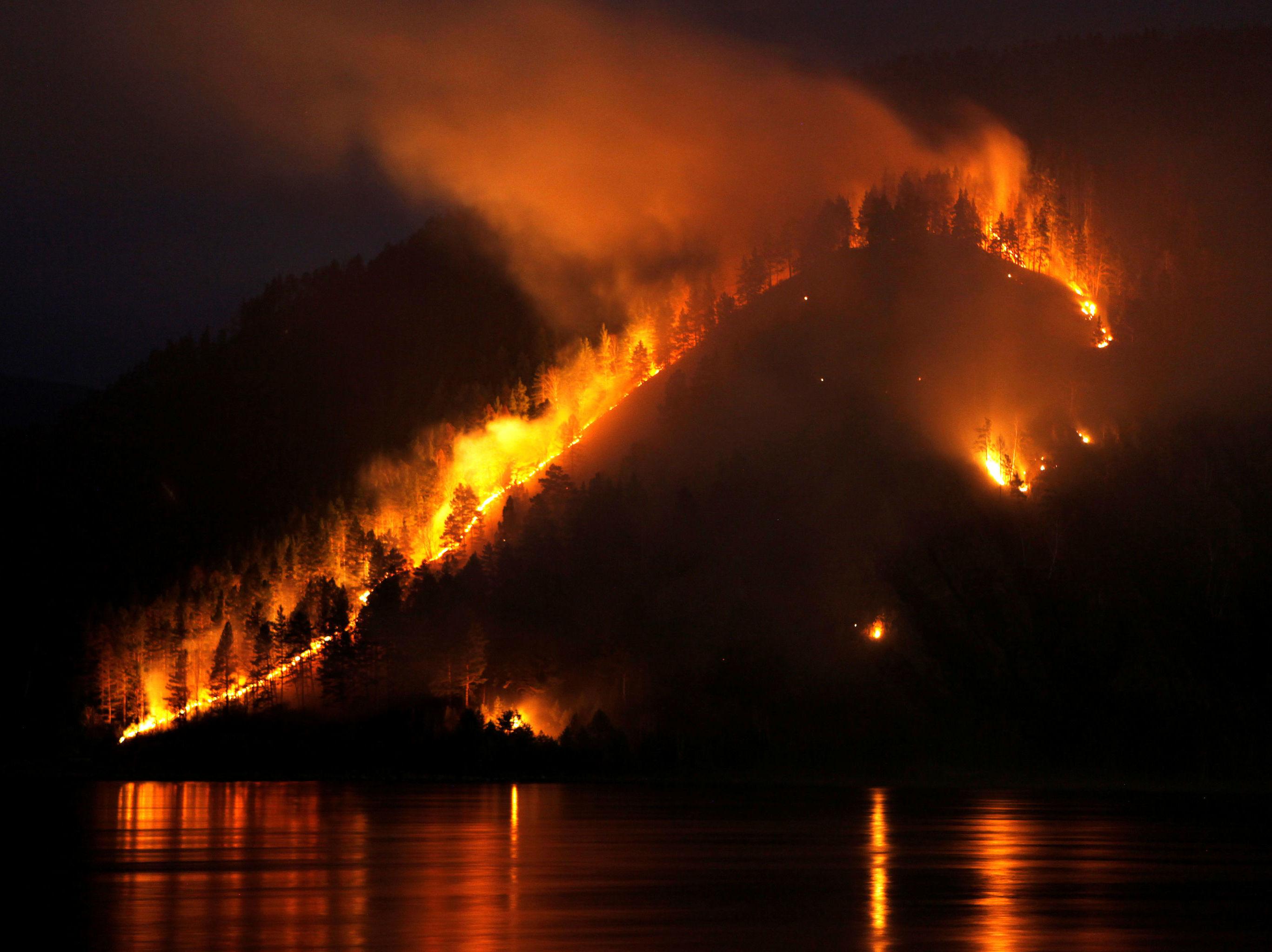 Incêndio florestal no distrito de Taiga, perto da cidade siberiana de Krasnoyarsk (arquivo)