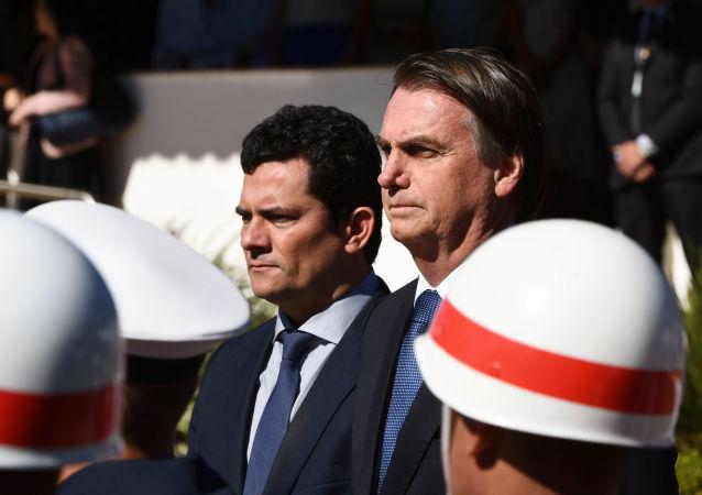 Presidente Jair Bolsonaro ao lado do ministro da Justiça, Sergio Moro