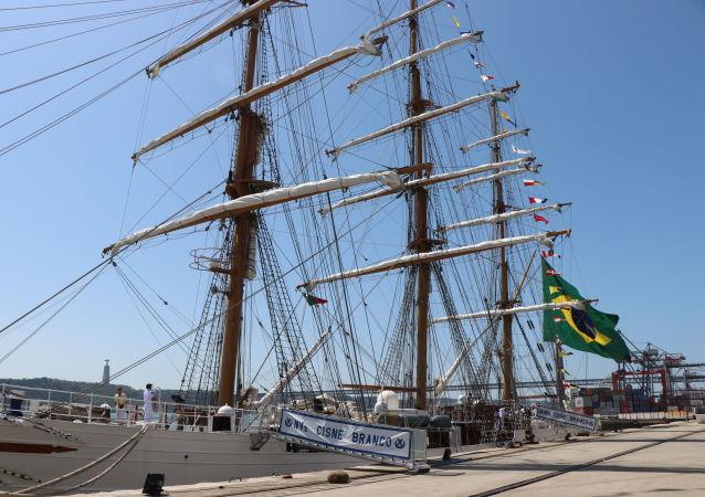 Navio Cisne Branco da Marinha do Brasil ganhou um prêmio de sustentabilidade em Portugal