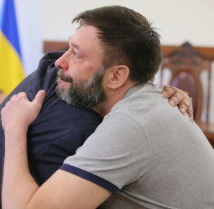Jornalista russo e chefe do portal RIA Novosti Ucrânia, Kirill Vyshinsky, posto em liberdade