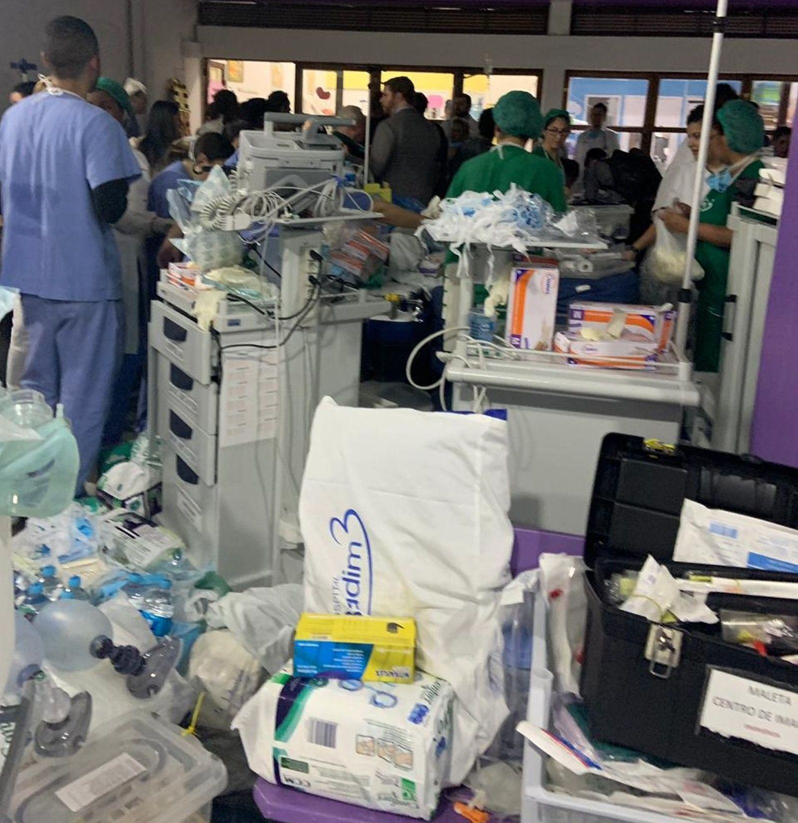 Pelo menos 50 pacientes que estavam internados no CTI foram transferidos para uma creche em frente ao Hospital Badim após o incêndio
