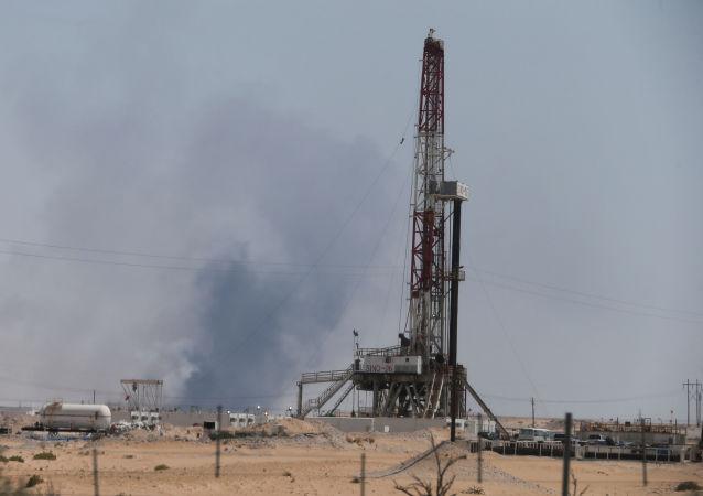 Fumaça é vista após um incêndio nas instalações de Aramco na cidade oriental de Abqaiq, Arábia Saudita
