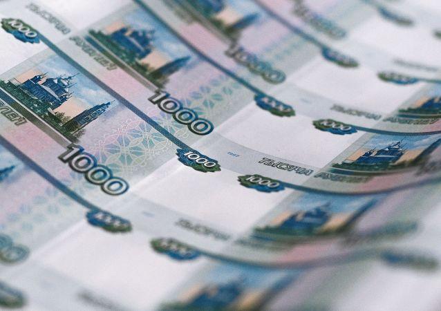 Notas de mil rublos em processo de fabricação na Rússia