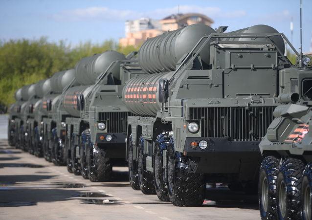 Sistemas de defesa antiaérea S-400 Triumph
