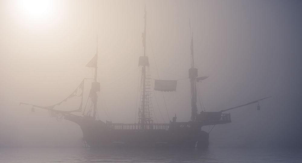 Navio fantasma em neblina (imagem ilustrativa)
