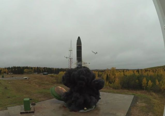 Lançamento do míssil balístico Topol-M do cosmódromo de Plesetsk, Rússia, 30 de setembro de 2019