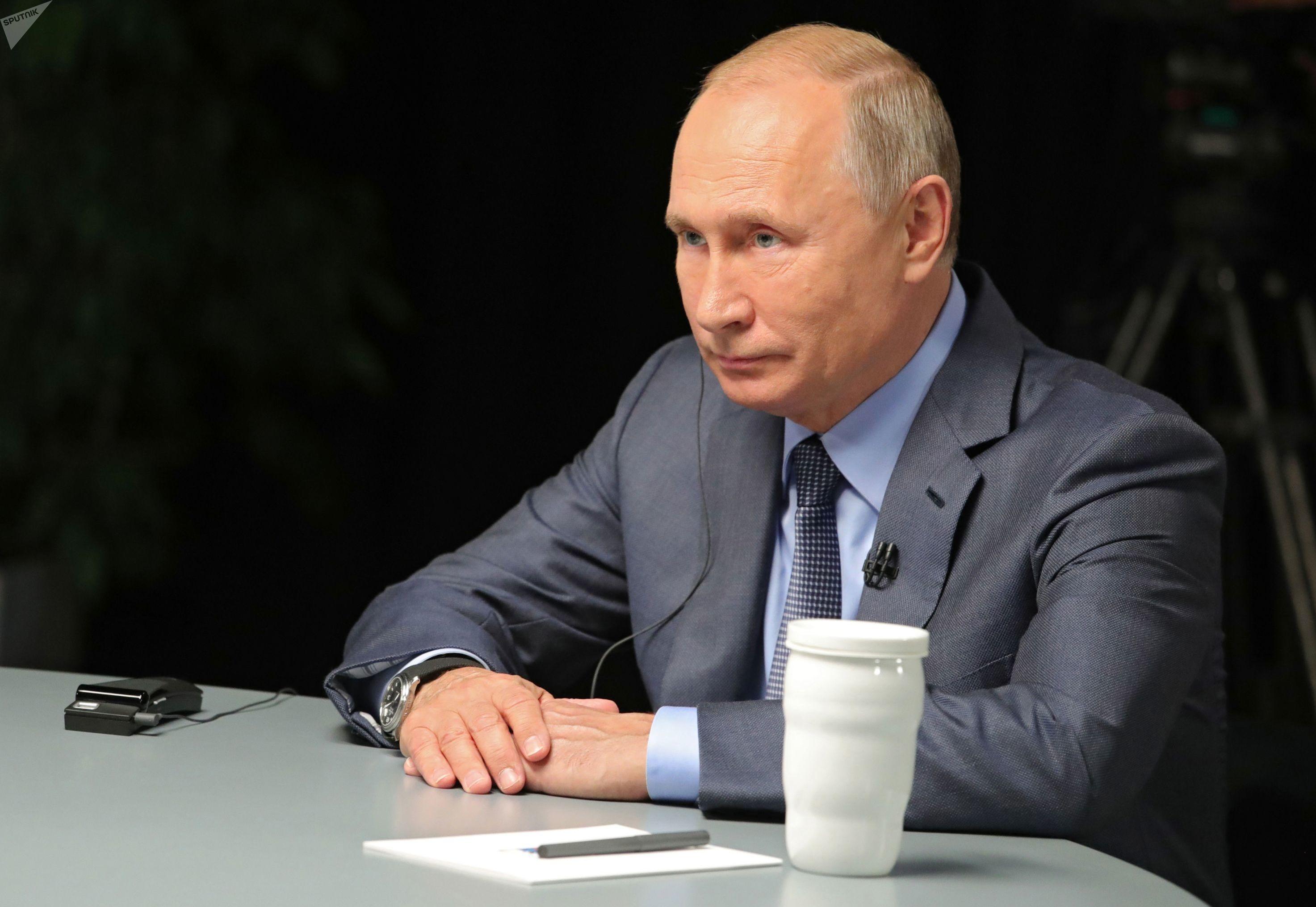 O presidente russo, Vladimir Putin, concede entrevista em Sochi, em 13 de outubro de 2019