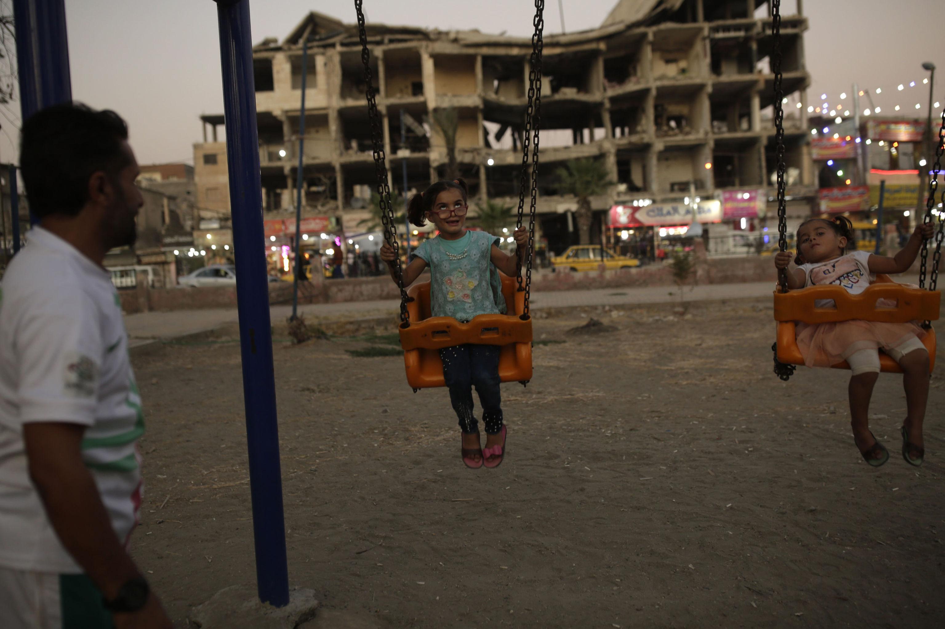 Pequeno fluxo de habitantes retorna à cidade síria de Raqqa, que  tenta se reestabelecer, em setembro de 2019
