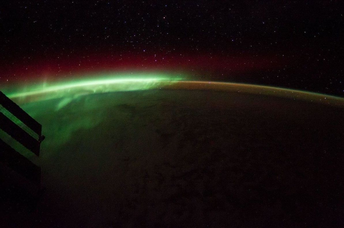 Foto de aurora boreal feita a partir da Estação Espacial Internacional