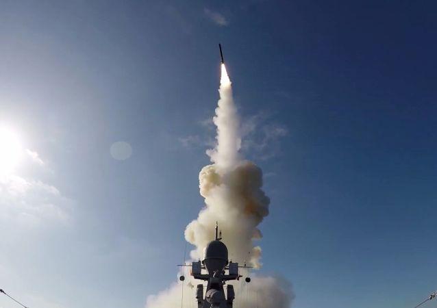 Lançamento de míssil de cruzeiro Kalibr durante os exercícios militares de grande escala Grom (Trovão) 2019, na Rússia
