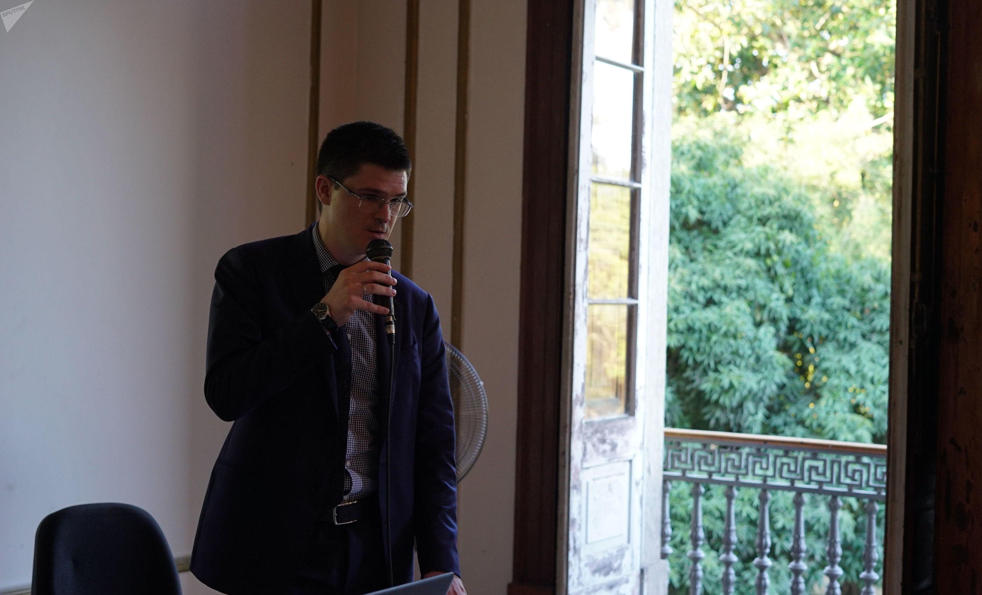 Serguei Shumilov, da agência Rossotrudnichestvo, durante apresentação no evento The Great Teachers of BRICS