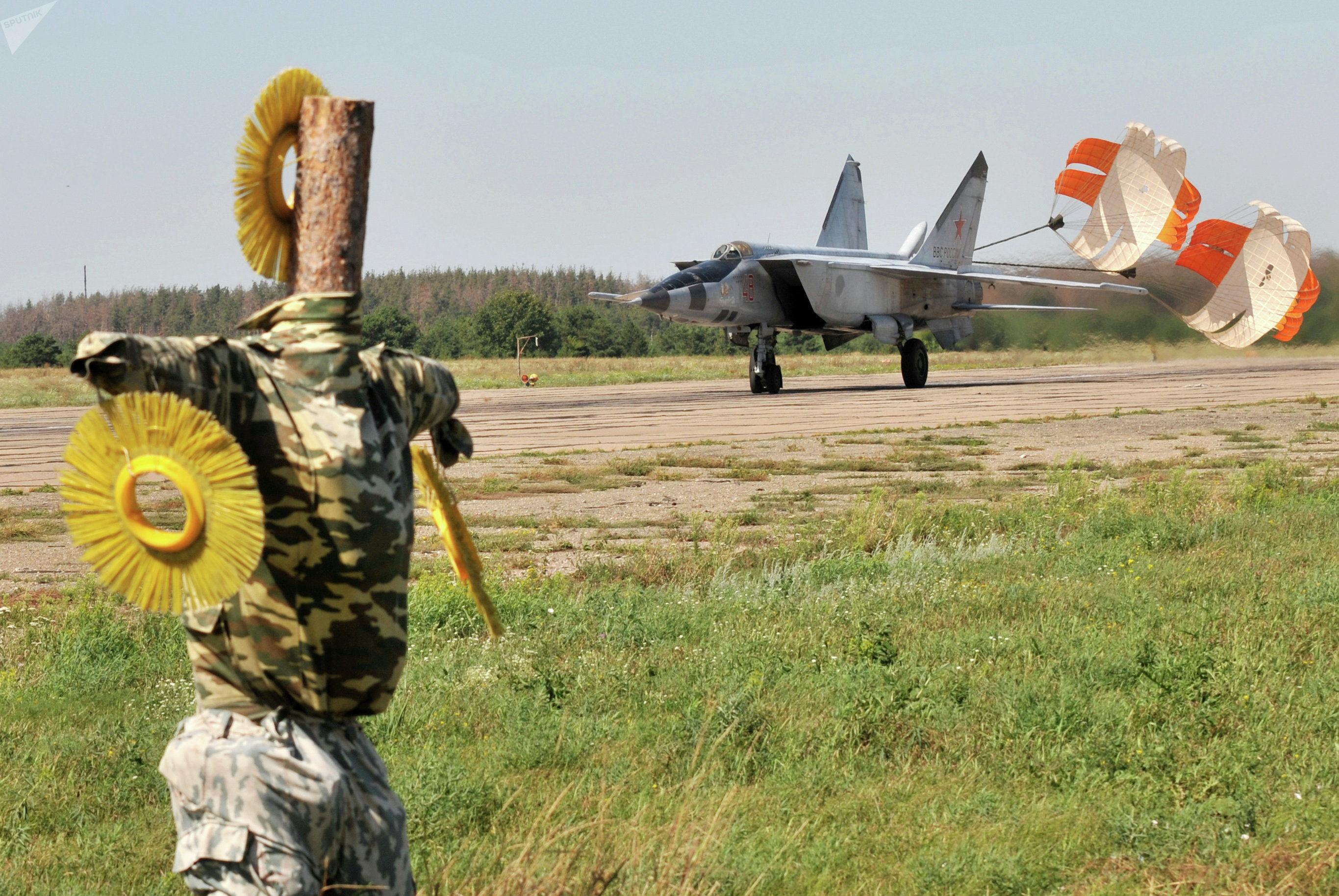 MiG-25 aterrissa na base militar Baltimor, na Região de Voronezh, Rússia