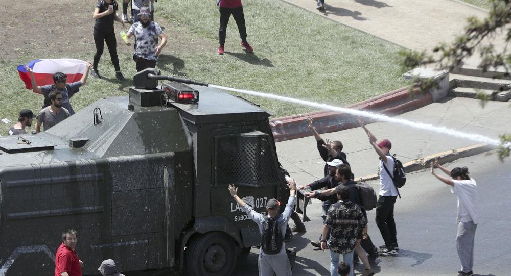 Criança de 4 anos morre e número de mortos em protestos no Chile aumenta para 18