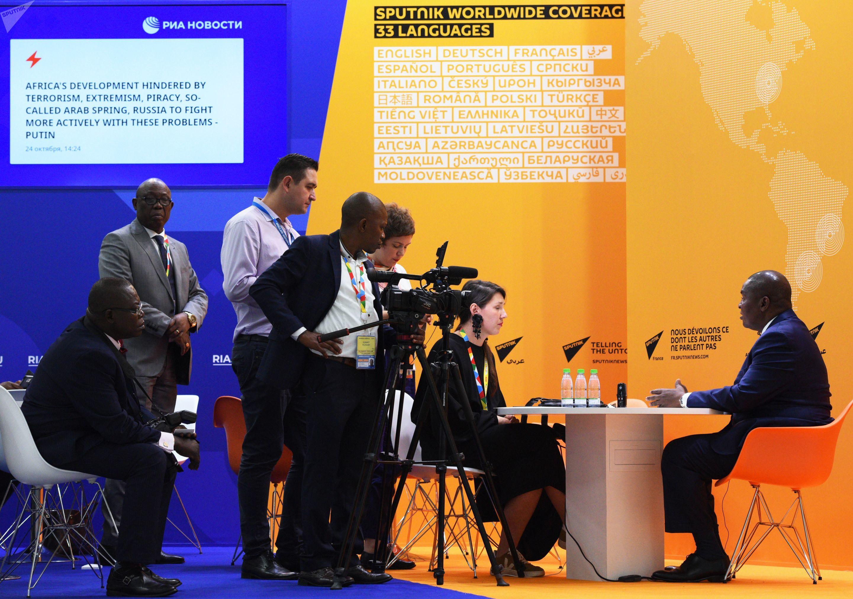 Equipe da Sputnik entrevista presidente da República Centro-Africana, Faustin-Archange Touadéra, durante o Fórum Rússia-África, em 24 de outubro de 2019