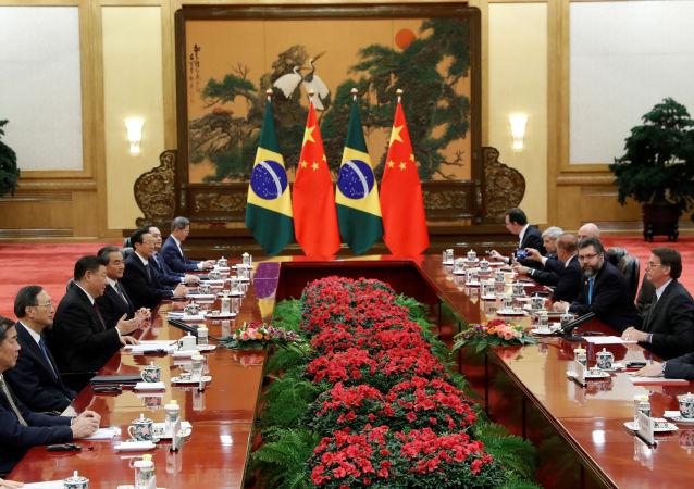 O presidente do Brasil, Jair Bolsonaro, participa de uma reunião com o presidente da China, Xi Jinping, no Grande Palácio do Povo em Pequim, China, 25 de outubro de 2019