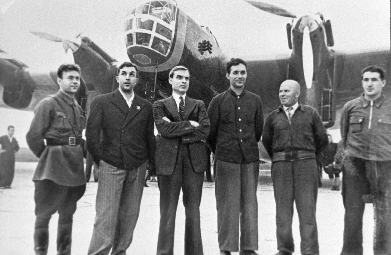 Tripulação do avião DB-A, com número de cauda H-209, em 12 de agosto de 1937