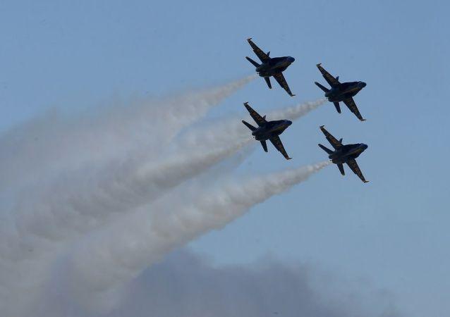 Caças dos EUA durante show aéreo (imagem referencial)