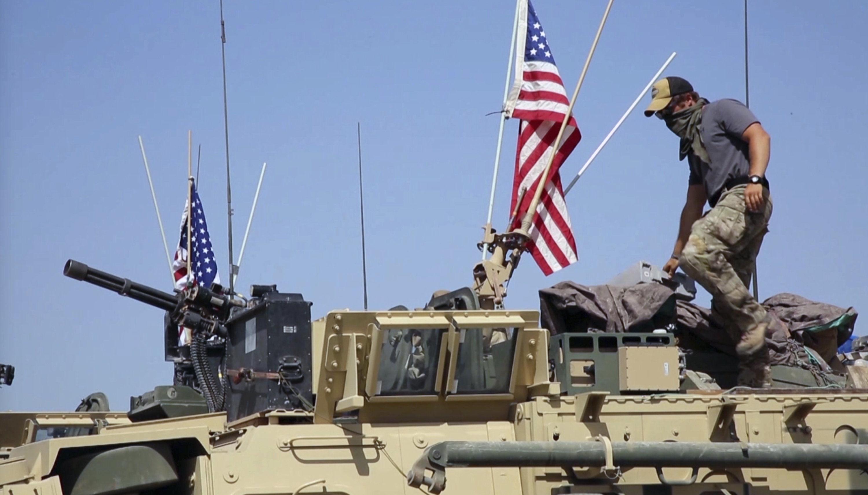 Soldado americano em veículo blindado na cidade de Darbasiyah, Síria (imagem de arquivo)
