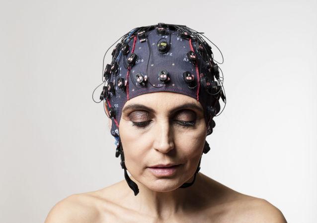 Ler os pensamentos: eletrodos medem a atividade cerebral a partir do método EGG