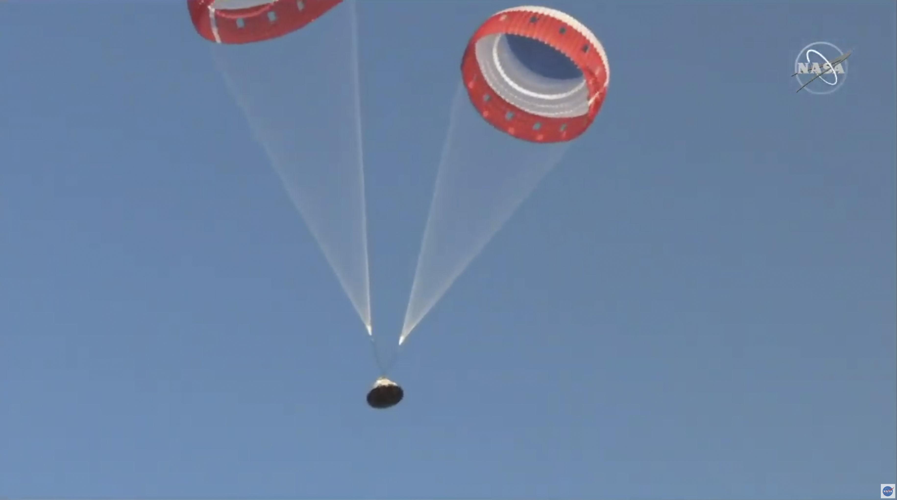 Nova nave espacial desenvolvida pela Boeing passa por testes nos EUA, em 4 de novembro de 2019. Houve falha na abertura de três paraquedas