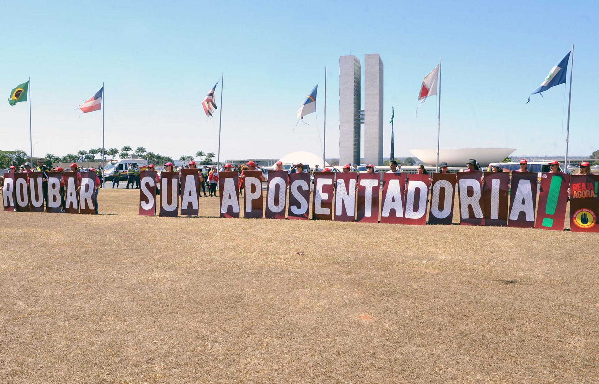 Protesto contra a reforma da previdência do governo de Jair Bolsonaro na Esplanada dos Ministérios, em Brasília