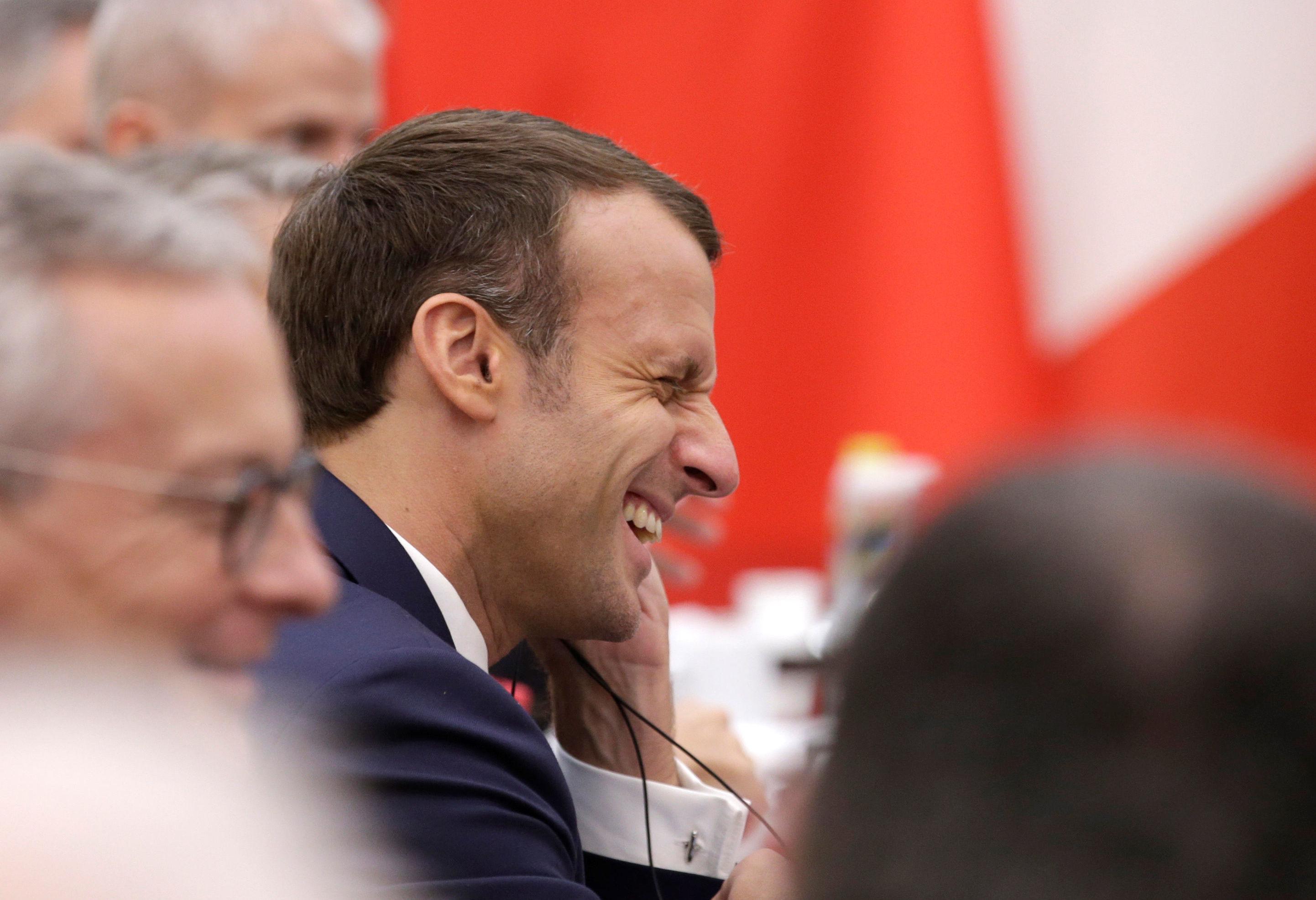 Presidente da França, Emmanuel Macron, reage durante reunião com o primeiro-ministro da China, Li Keqiang, em Pequim, no dia 6 de novembro de 2019