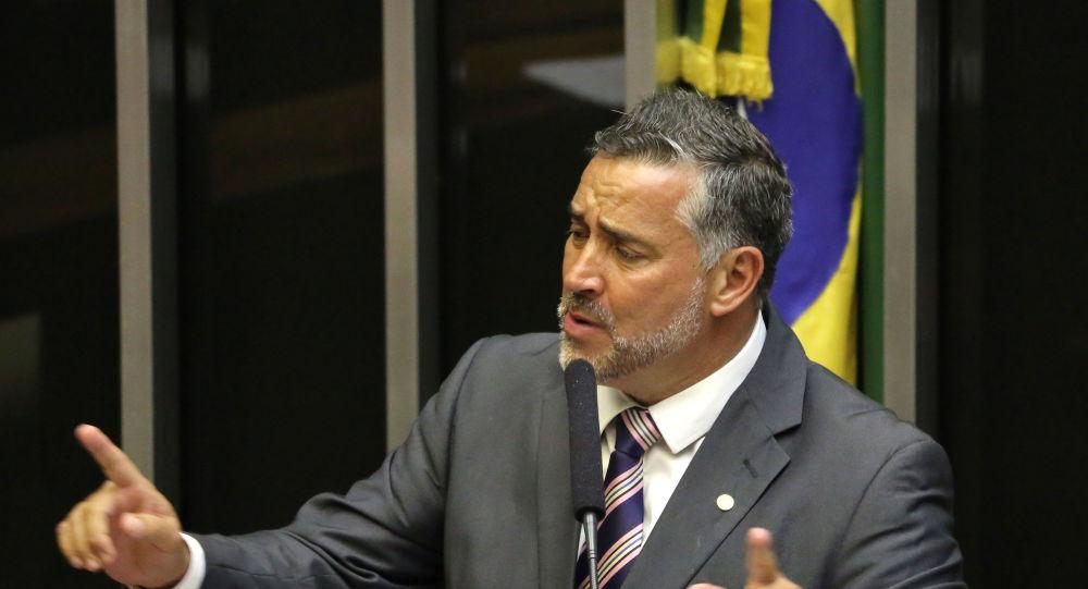 Deputado Paulo Pimenta discursa na Câmara