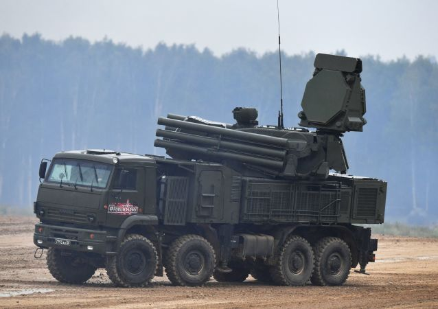 Sistema de mísseis antiaéreos Pantsir-SM no polígono de Alabino