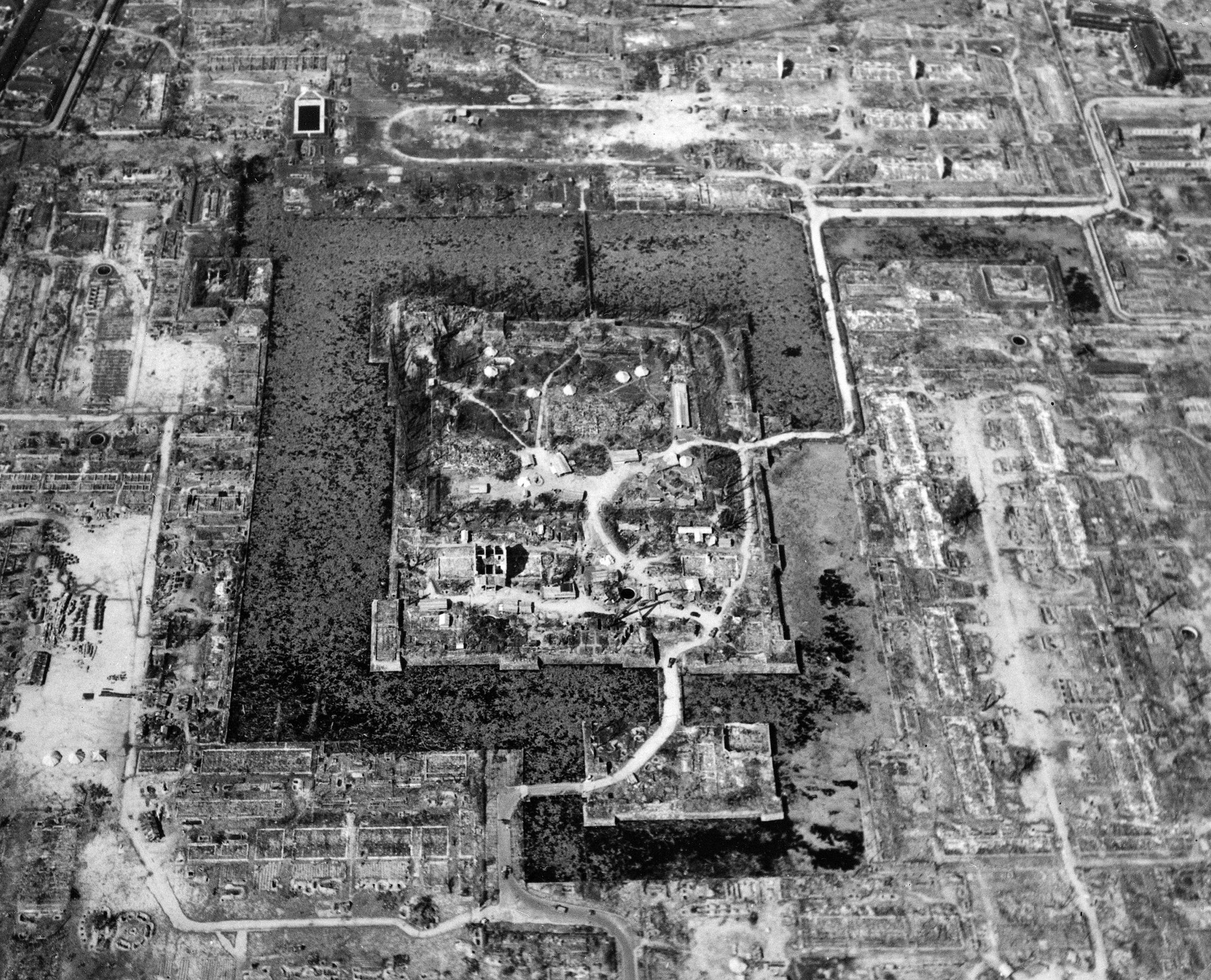 Vista aérea de Hiroshima após norte-americanos terem lançado uma bomba atômica contra a cidade, em 6 de agosto de 1945