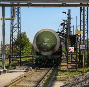 Vagão-cisterna transportando diesel na Rússia